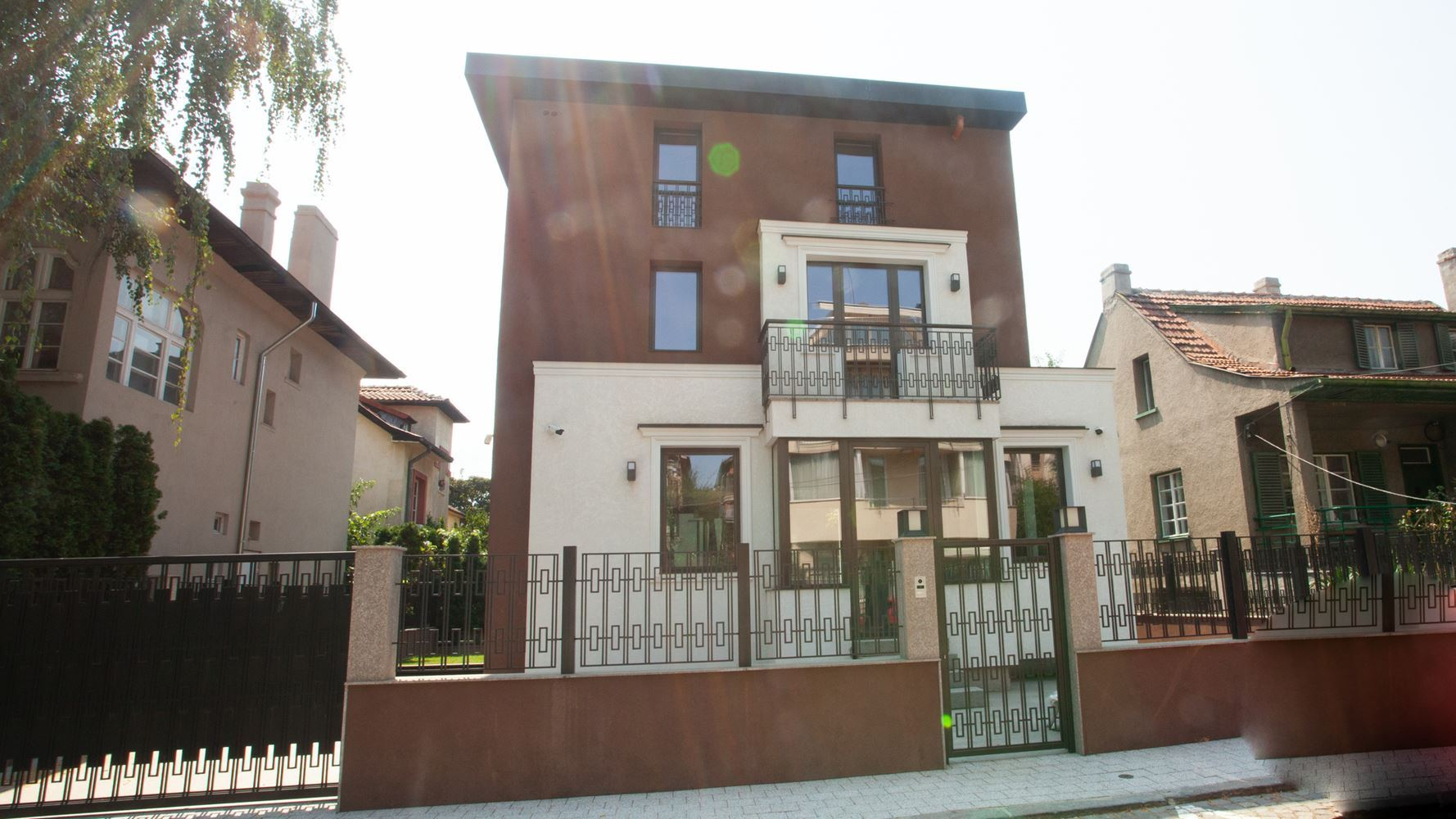 House for Sale, Yavorov