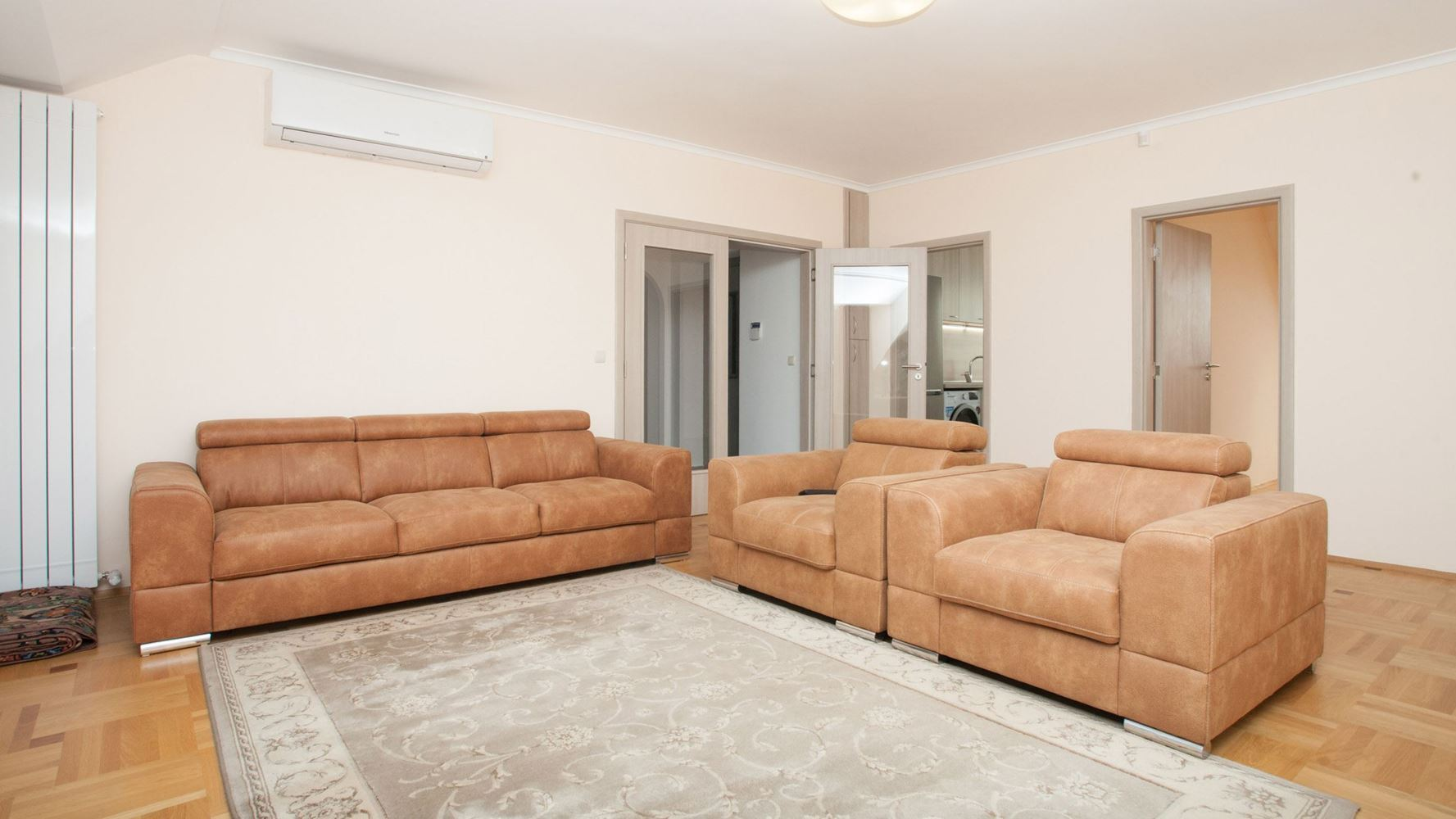3-bedroom Apartment for Rent, Iztok