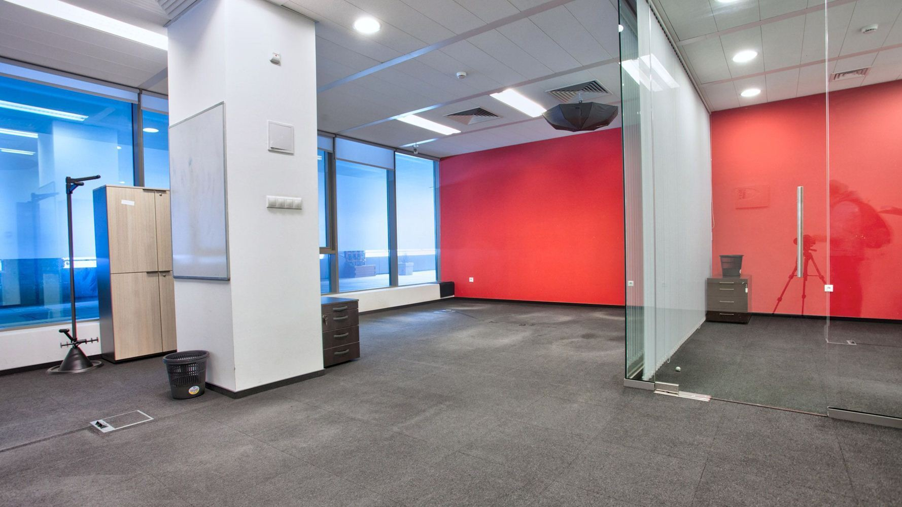 Office for Rent, Polygon