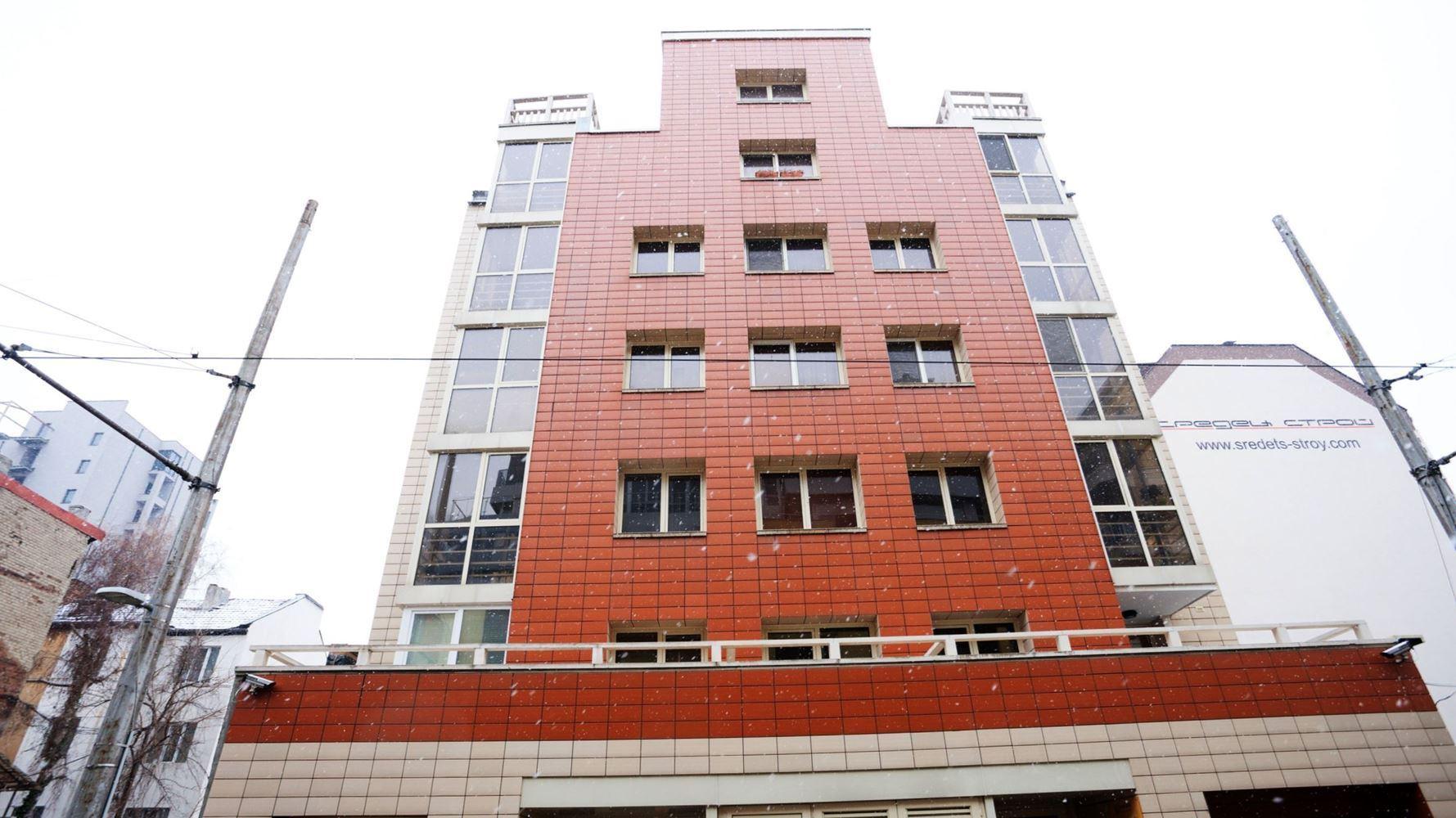 Office for Rent, Center