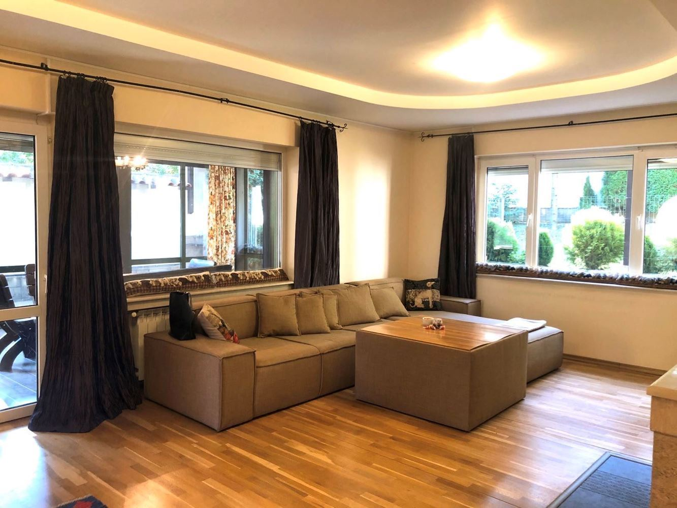House for Rent, Boyana